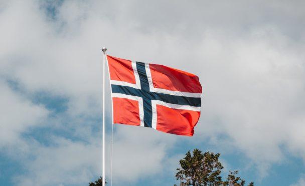 En vajande norsk flagga.